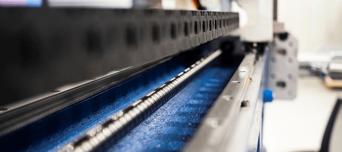 SSEB Systems Transfersysteem FLX, een uniek automatiseringssysteem voor bestaande hydraulische persen en 3D laser snijmachines.
